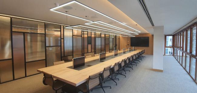 DB1Twin – это воплощение элегантности, стиля, безопасности, функциональности, универсальности и максимального пиетета к существующему дизайну стола.